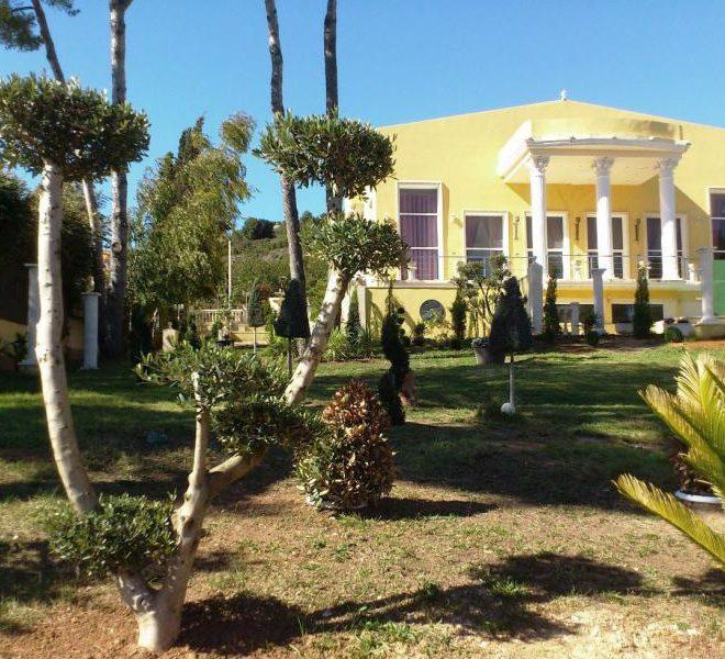 fachada-al-campo-de-golf